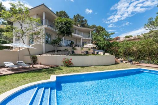 Exklusives Anwesen mit traumhaften Blick über die Bucht von Santa Ponsa in begehrter Villenwohnlage