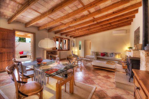 Schönes Gästehaus mit Holzbalken