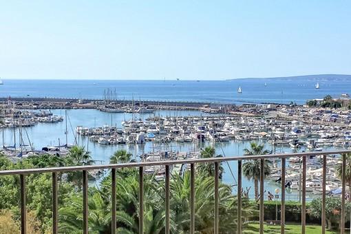 Hübsche Wohnung mit Gemeinschaftspool und Meerblickterrasse nahe Hafen und Strand von Portixol