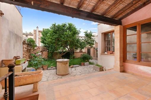 Traditionelles mallorquinisches Dorfhaus im Herzen von Capdepera mit herrlichem Blick auf die Burg