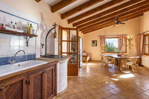 Gemütlicher Küchen- und Essbereich