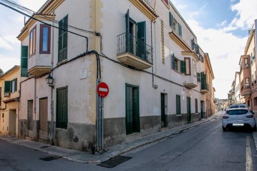 Interessante Gelegenheit für Investoren: Gebäude mit mehreren Wohnungen und Garage sowie Teilmeerblick in Palmas angesagten  El Terrenoviertel