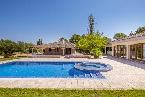 Renovierte Finca mit Salzwasserpool und traumhaftem Garten in ruhiger Lage in Son Ametler nahe Palma