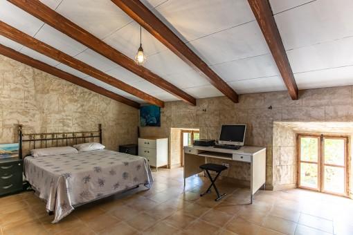 Großes Schlafzimmer auf der zweiten Etage