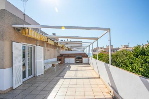 Strandnahe Penthaus-Maisonette-Wohnung mit 60 qm großer Meerblickterrasse und Stellplatz in Molinar