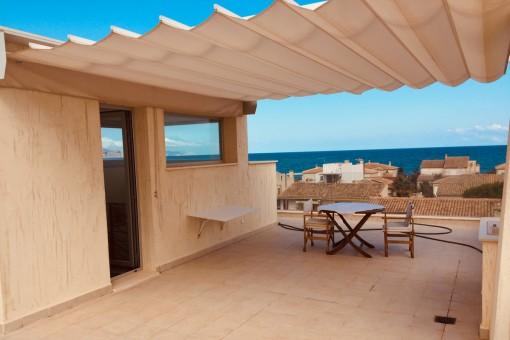 Neu errichtetes, komfortables Architektenhaus mit großzügiger Dachterrasse und beeindruckendem Meerblick in Son Serra de Marina