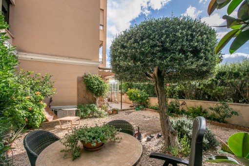 Große, komplett renovierte Erdgeschoss-Wohnung mit Gemeinschaftspool und Garten in Portixol