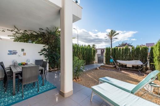 Wundervolle Terrasse mit Garten
