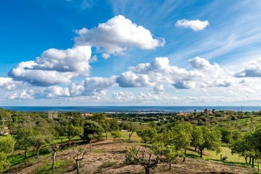 Spektakulärer Blick auf das Meer und den Golfplatz