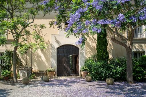 Haupteingang und Garten