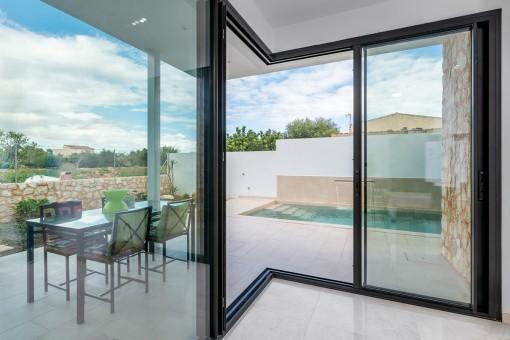 Modernes Stadthaus mit Pool in Es Llombards