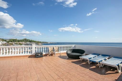 Apartment in erster Meereslinie mit 90 qm Terrasse direkt am Hafen von Cala Ratjada