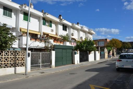 Doppelhaushälfte mit kleinem Innenhof in Santa Ponsa