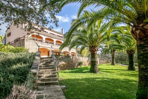 Teilmöblierte Finca mit Einliegerwohnung sowie traumhaftem Garten und Meerblick in Establiments