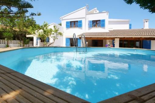 Villa mit 4 Wohneinheiten, Pool und Ferienlizenz für 6 Personen in Sa Coma