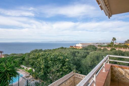 Herrliche mallorquinische Villa mit grandiosem Meerblick in Bahia Azul