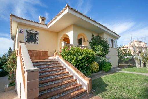 Mediterrane Villa mit Meerblick in Bahia Azul