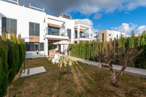 Großer Garten der Wohnung