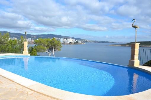 Wunderschöne Wohnung in einer Anlage in erster Meereslinie in Cala Vinyes