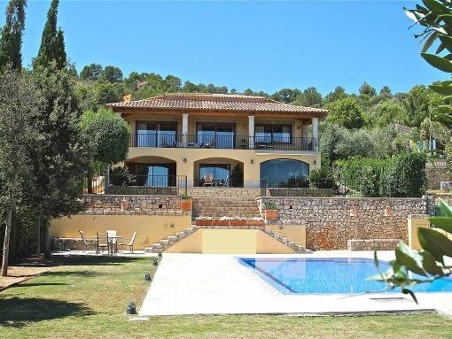 Großräumige Villa mit Pool und Landschaftsblick in ruhiger Wohnlage bei Lloseta