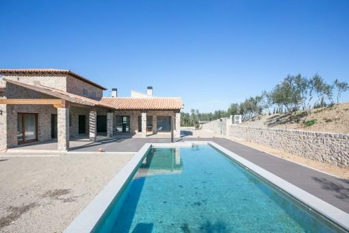 Großer 14 x 5 Meter Pool