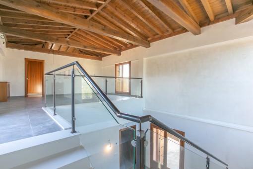 Helle Galerie im Obergeschoss