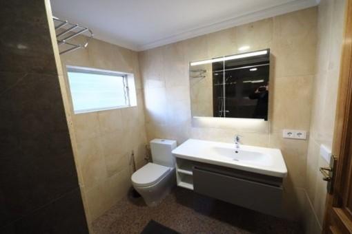Lichdurchflutetes Badezimmer