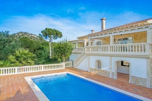 Mediterrane Villa mit Blick aufs Gebirge und mit Potential zum Ausbau in Santa Ponsa