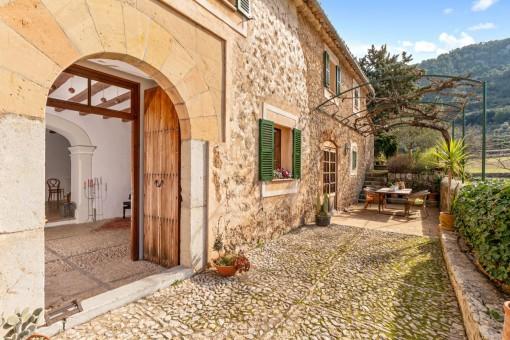 Einmaliges Dorfhaus mit Naturstein-Fassade und Panoramablick in Orient