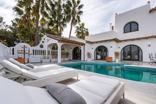 Stilvoll renovierte Casita mit großzügigen Schlafzimmern und Dachterrasse mit Meerblick in Sol de Mallorca