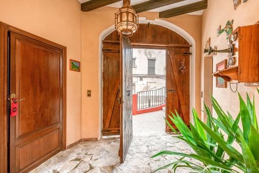 Traditioneller Zugang zum Stadthaus