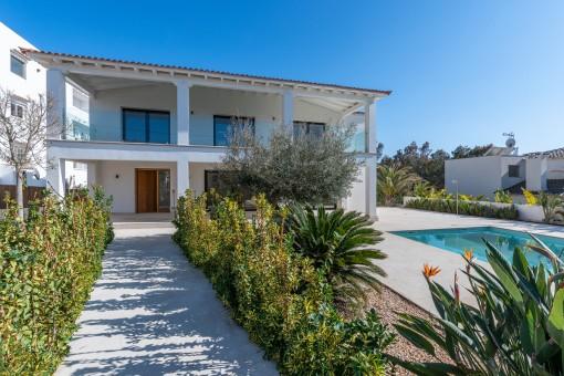 Hervorragende Villa mit schöner Gartenanlage in begehrter Lage von Santa Ponsa