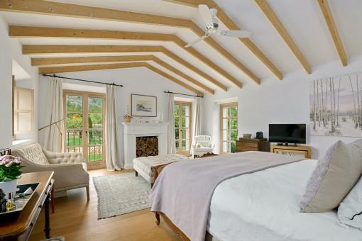 Gemütliches Schlafzimmer mit Kamin