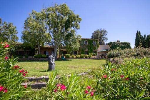 Authentische mallorquinische Finca in der Nähe von Cas Concos auf einem großen Grundstück mit absoluter Privatsphäre
