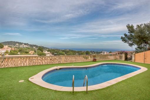 Gut gelegene Villa mit Meerblick und genehmigten Projekt in Portals Nous