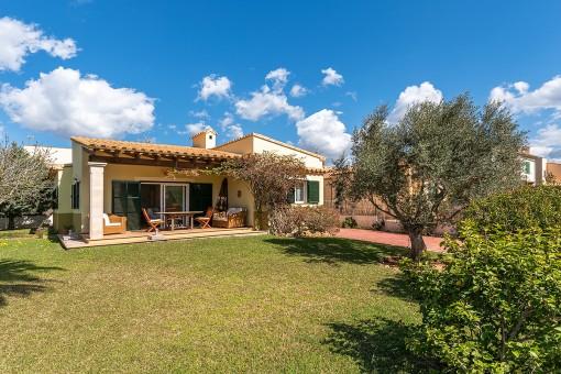 Schöne Villa mit Garten zu attraktiven Preis, nur wenige Minuten vom Meer in Sa Ràpita entfernt