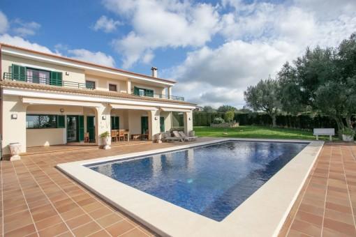 Große Familienvilla mit schönem Meerblick und Pool in Pòrtol nahe Palma