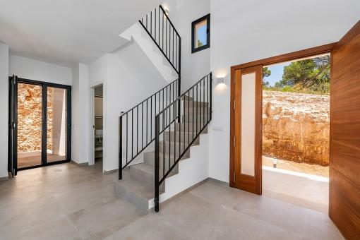 Eingang ung Zugang zum Obergeschoss