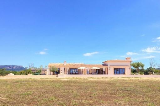 Luxuriöse Neubaufinca mit 77.000 qm Land in Llucmajor