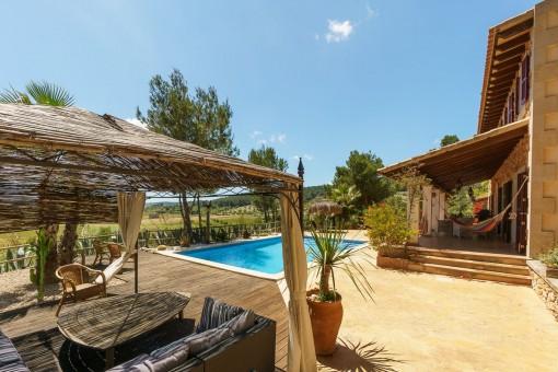 Schön gelegene Terrasse mit pool