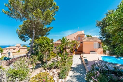 Mallorquinische Meerblick-Villa zum Renovieren in Badia Gran