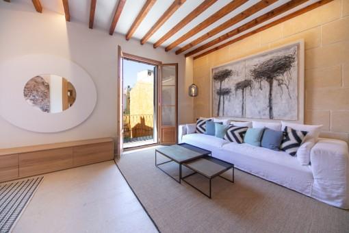 Schöner Wohnbereich mit französischen Balkon