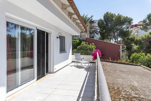 Kernsanierte Villa in zweiter Linie an der Playa de Palma mit Gewerbelokal