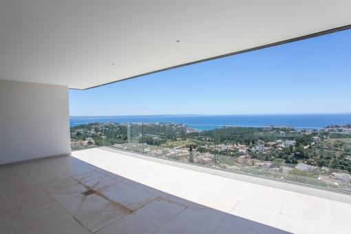 Neubau-Garten-Wohnung in Genova mit schönem Blick über das Meer und Palma