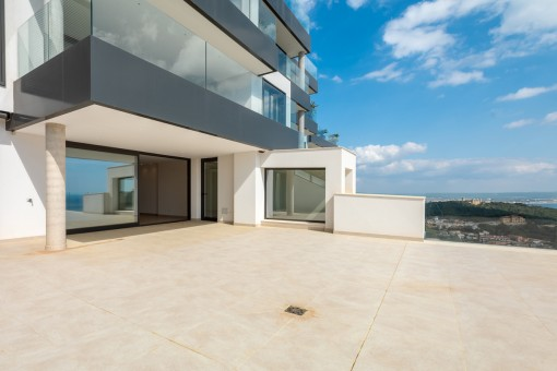 Große 100 qm Terrasse