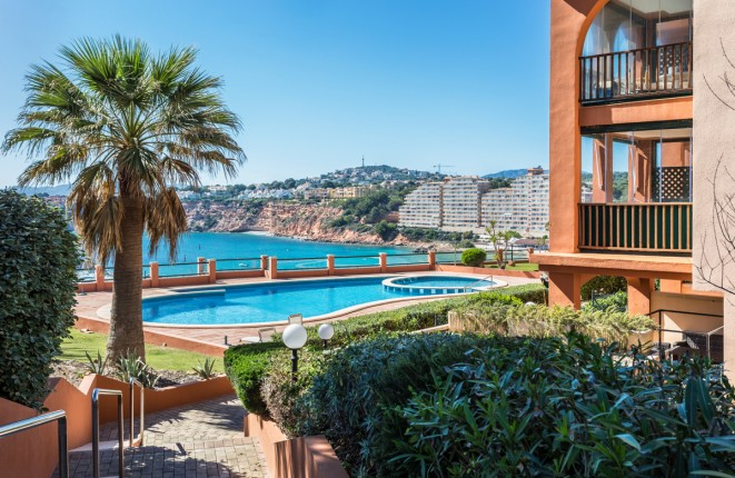 Top renoviertes Penthouse in erster Meereslinie in exklusiver Wohnanlage in Port Adriano