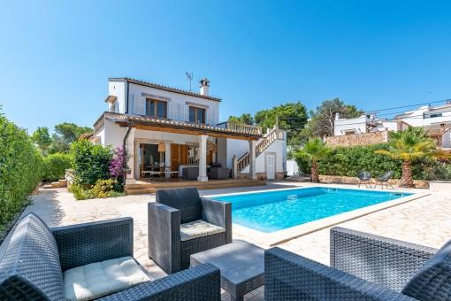 Schöne Villa mit eigenem Pool und Ferienvermietlizenz in ruhiger Lage in Cala Santanyi nahe dem feinen Sandstrand