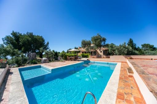 Villa mit wunderbarer Aussicht und 2 Gästehäuser in Valldemosa