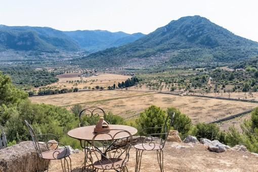 Terrasse und Bergblick
