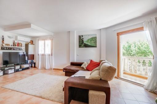 Wohnbereich mit Balkonzugang